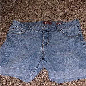 A pair of Arizona shorts size medium